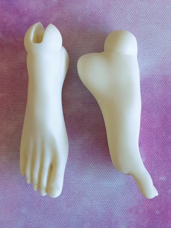 Pointed feet for Metis Doll