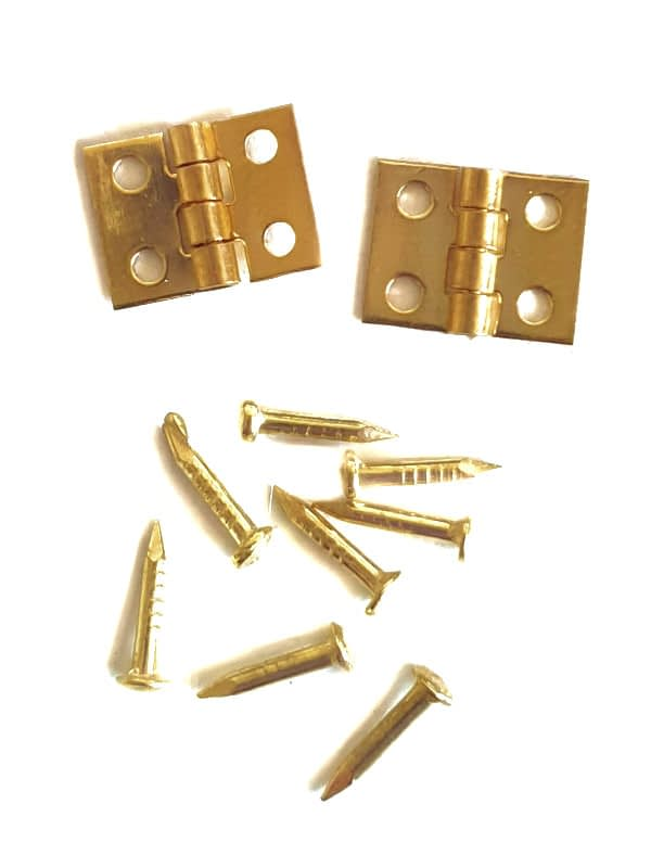 Dollhouse hinges for the door